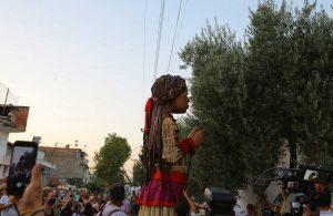 Efes Selçuklu çocuklar Küçük Amal'ın yolcuğuna eşlik etti
