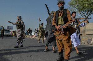 Taliban ikinci vilayet merkezini geçirdi, yüzlerce tutuklu salıverildi