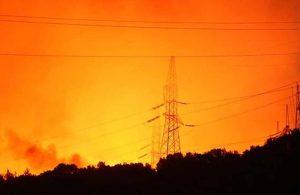 Yeniköy'de alarm! Alevler termik santral kapısına dayandı