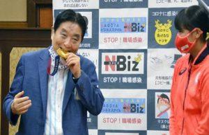 Tokyo'da madalyayı ısıran belediye başkanı özür diledi