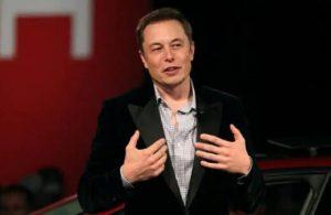 Musk'a göre Starlink ışık hızında veri aktaracak