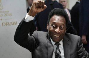Efsanevi futbolcu Pele tümör sebebiyle ameliyat oldu