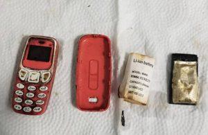 Doktorlar, hastanın midesinden ameliyatla Nokia 3310 çıkardı