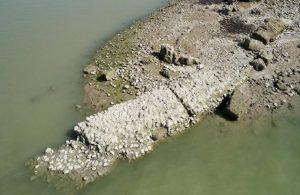 Sular çekildi, antik kent gün yüzüne çıktı