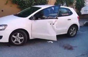 Eli kamyonet ile otomobil arasına sıkıştı, kopan parmaklarıyla hastaneye koştu!