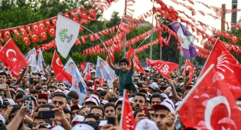 AKP'NİN OYLARINDA AZALIŞ, HDP VE CHP'DE ARTIŞ