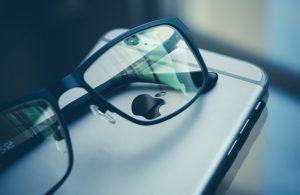 Facebook ve Rayban işbirliğiyle geliştirilen ilk akıllı gözlük