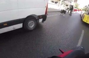 Sopanın ucuna bağladığı bıçakla motosikletliye saldırdı